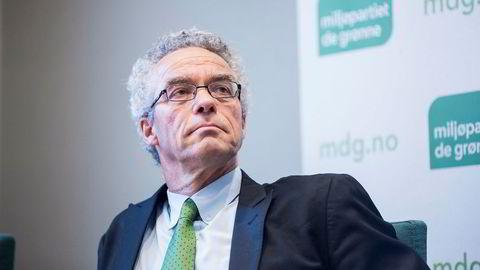 Partileder i Miljøpartiet de grønne, Rasmus Hansson, vil at Riksrevisjonen gransker kostandsoverskridelsene på en rekke feltutbygginger på norsk sokkel.