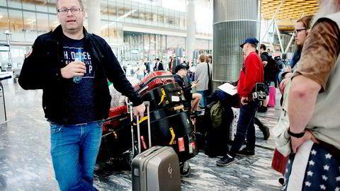 Dirigent Trond Nilsen i Sofiemyr Skolekorps var reiseleder for 45 barn og unge som skulle med Norwegian fra Oslo til Edinburgh mandag. Selskapet sliter igjen med forsinkelser, og pilotene nektet å godta en kriseplan.