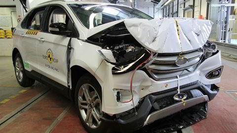 Slik ser en Ford Edge ut etter å ha kjørt inn i en vegg i 50 km/t.