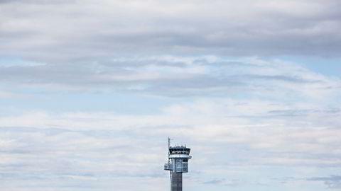 Regjeringen har ivret for konkurranse om tårntjenesten ved Avinors flyplasser, men lite har skjedd på tre år. Her fra Oslo Lufthavn.
