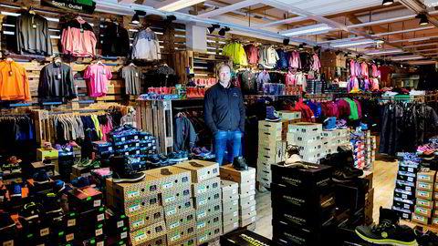 Tor-Andre Skeie er daglig leder i butikkjeden Sport Outlet, som tjener godt på billig sportsutstyr.