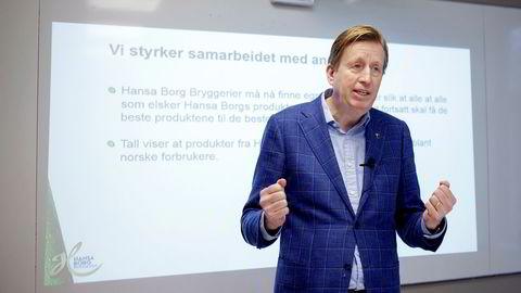 Hansa Borg-sjef,Lars Midtgaard, holdt en sjelden pressekonferanse om markedstilgangen til bryggeriet torsdag. Tidligere hadde Hansa Borg nasjonal distribusjon i Rema på 14,5 millioner liter, mens nå som bryggeriet får levere lokalt reduseres volumet til én million liter.