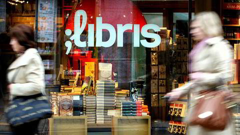 To kvinner passerer en Libris-butikk i Grensen i Oslo. NorgesGruppen ASA og Aschehoug & Co. AS fusjonerte selskapene Norli Gruppen AS og NorgesGruppen Bok og Papir AS i 2011.