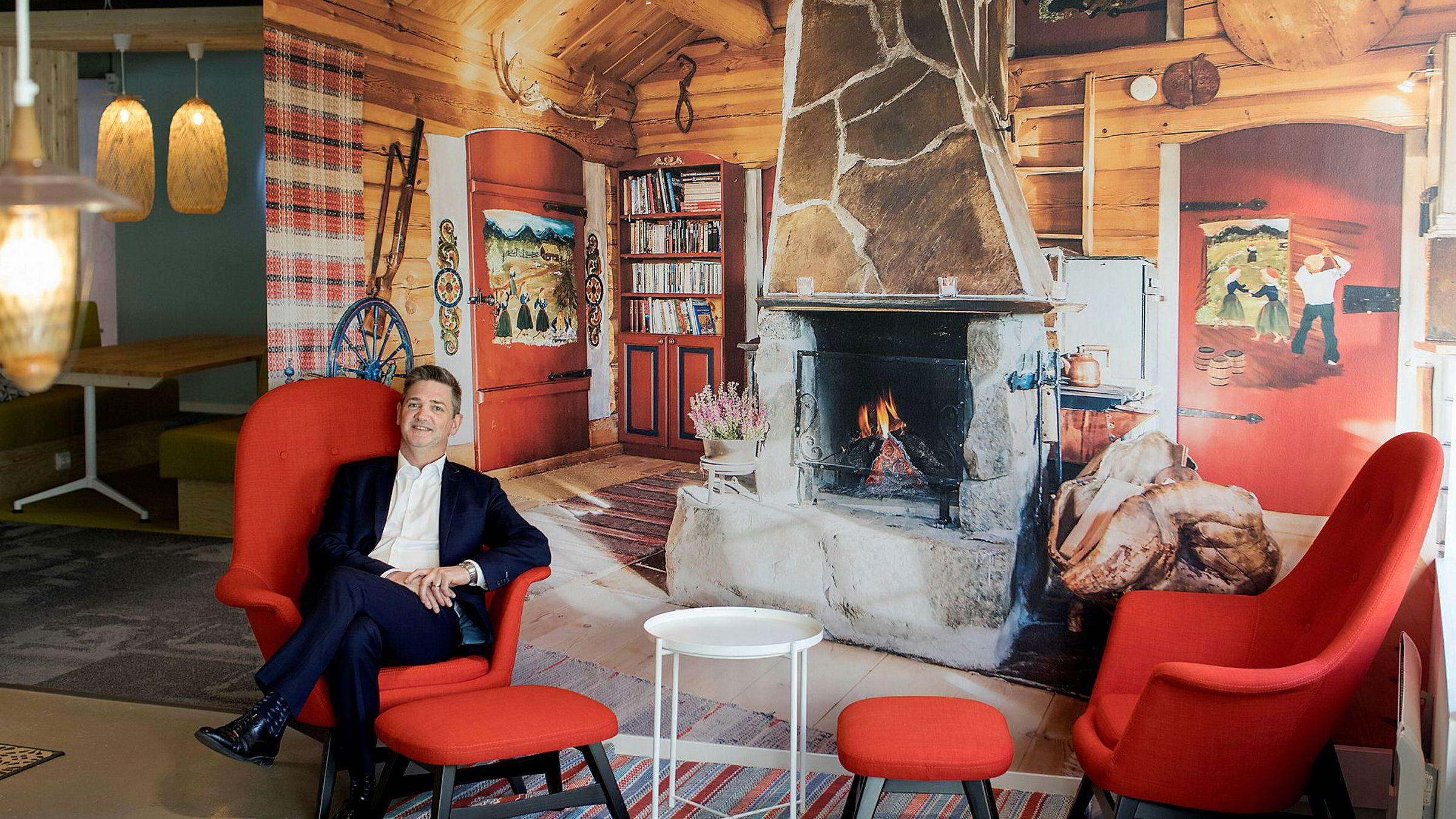 Michael Heldre, sjef for nettreisegiganten Booking.com i Norge og Island, reagerer på at selskapet blir hengt ut av NHO Reiseliv.