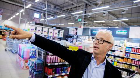 Europris-sjef Pål Wibemåtte bokføre et underskudd på én million kroner i første kvartal. Her er han i butikken utenfor Hønefoss.