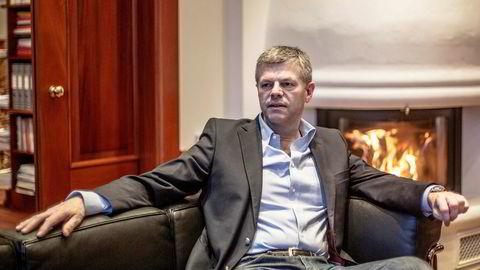 Investor Knut Flakk har tjent 243 millioner kroner på salg av Hexagon-aksjer. Nå har han kjøpt nabohotellet i Ålesund, og gjør seg klar til nye investeringer.