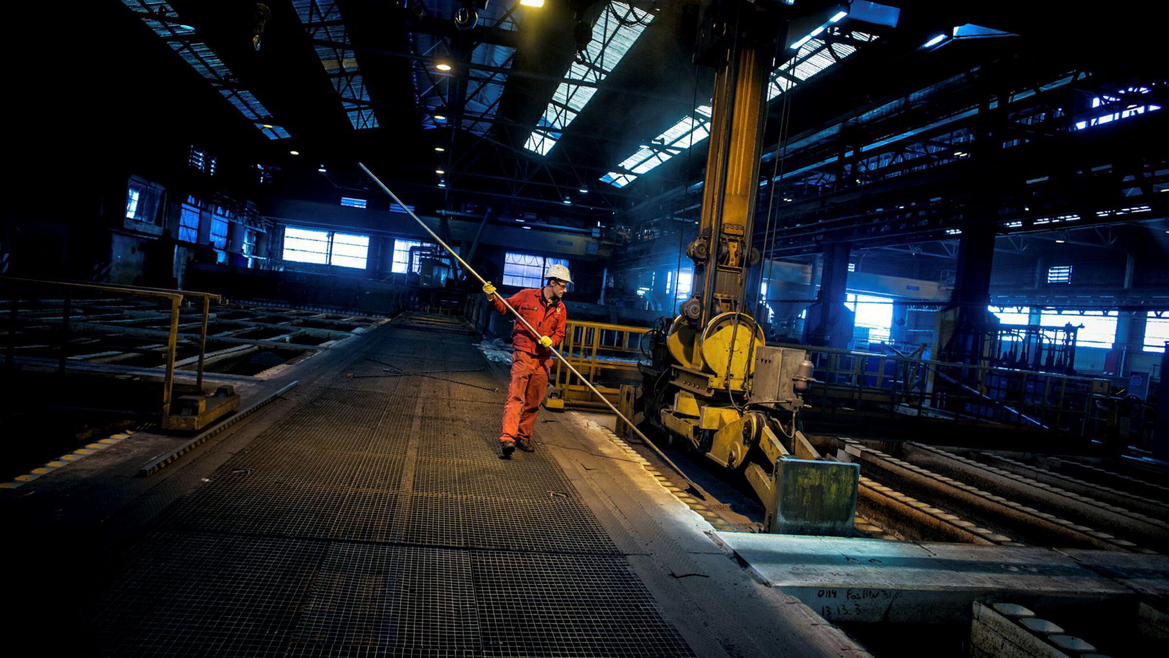 Industriproduksjonen i Norge falt i juni.