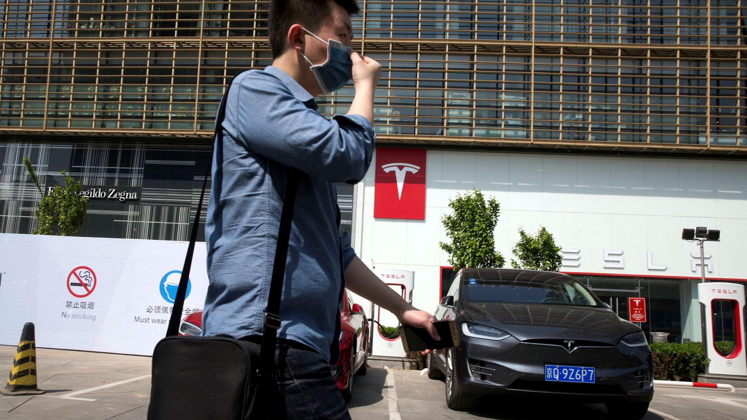 Tesla mer enn firedoblet salget i Kina i 2016. Målet er å produsere elektriske biler lokalt fra 2018. Da må en lokal partner komme på plass og en ettertraktet lisens.