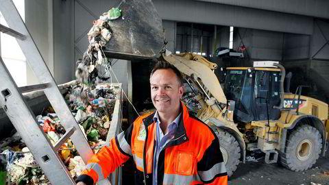 Administrerende direktør Øivind Brevik i Romerike Avfallsforedling sier det har valgt flere selskaper til å hente søppel for å redusere risiko, hindre duopol og få ned kostnadene. Her fra avfallsanlegget på Skedsmo nord for Oslo.