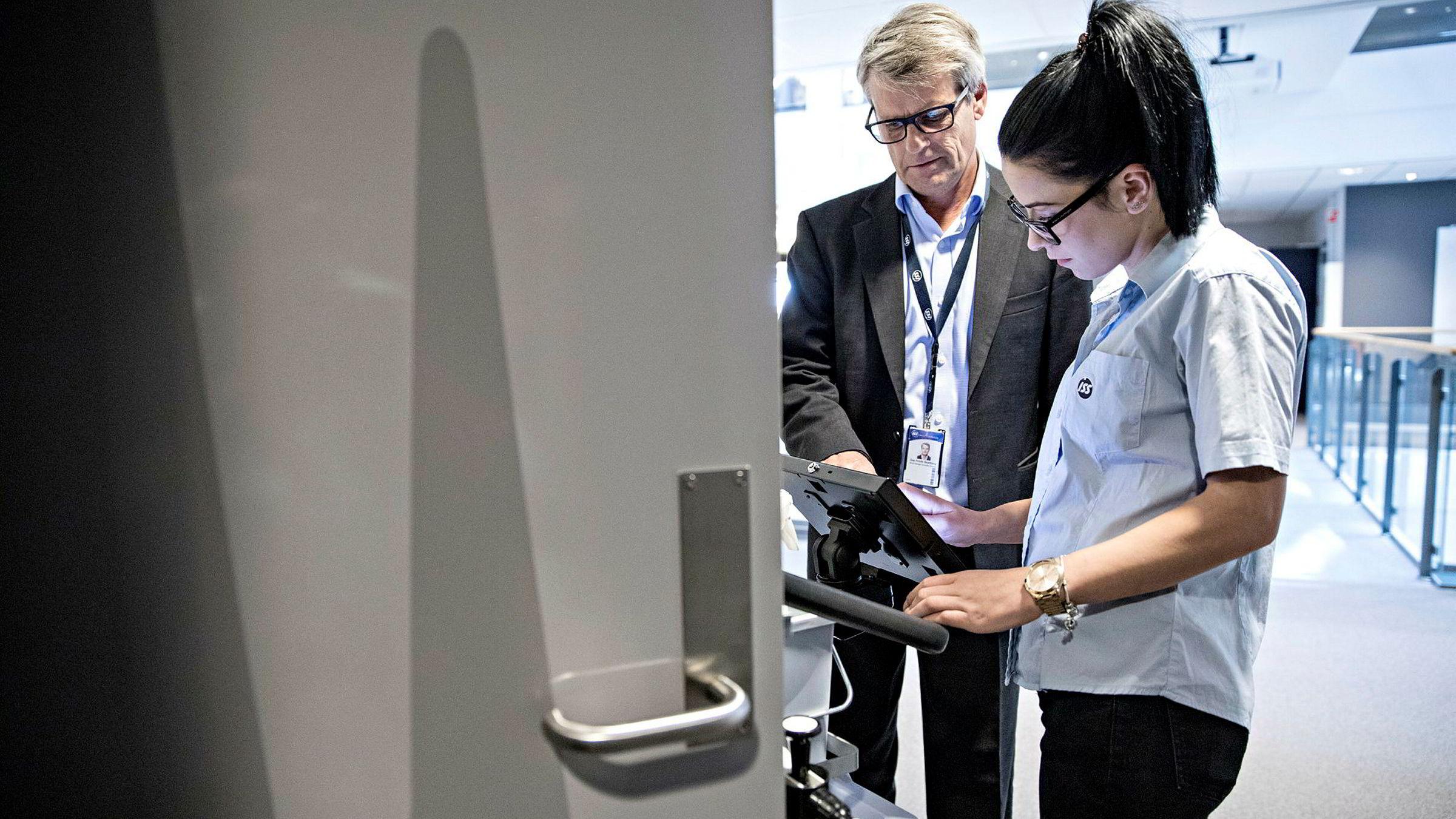 Nye sensorer skal gi servicefolk som Laura Loana full oversikt over hvilke møterom og toaletter som har vært mye brukt, så de vet hvor det må gjøres rent, forteller Dan Frode Skjelberg i ISS. Selskapet er verdens femte største arbeidsgiver, og svært interessert i Disruptives teknologi.
