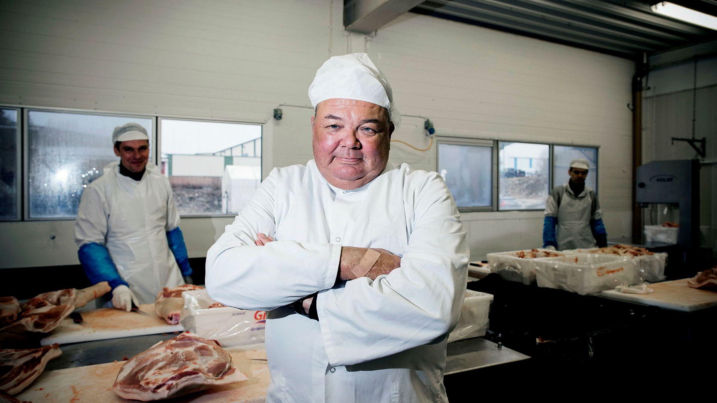 Pølsemakermester og eier Tom Drangsholt hos Sørlandskjøtt i Kristiansand synes Rema har fått altfor mye pepper.
