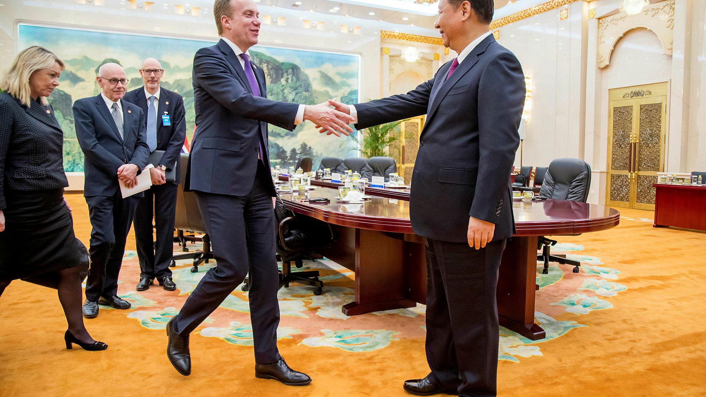 Børge Brendes veivalgmelding fanger ikke opp at de sikkerhetsutfordringene Norge står overfor formes av grunnleggende endringer utenfor Europas grenser, mener artikkelforfatteren. Her under Brendes møte med president Xi Jinping i Beijing i april i år.