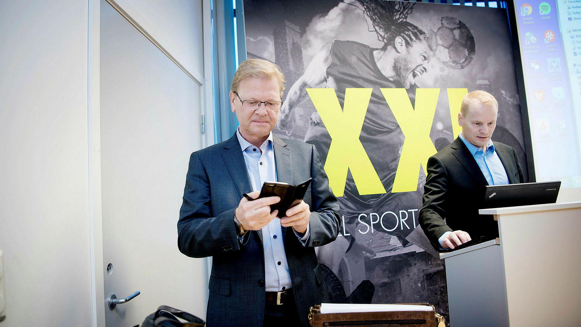Sportsutstyrskjeden XXL og toppsjefFredrik Steenbuch (t.v.) må se tallene i rødt fra driften etter at en tøff vinter. Finansdirektør Krister Pedersen i XXL til høyre.