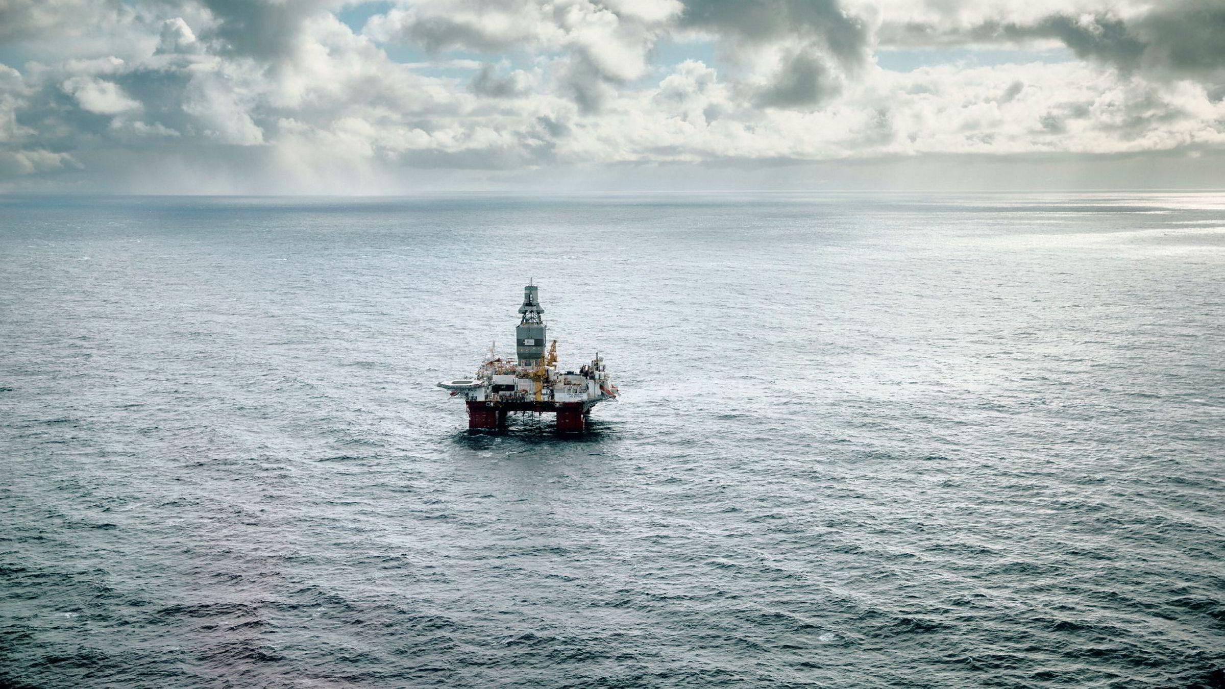 Boreriggen Songa Enabler borer på Snøhvit-feltet i Barentshavet. Russiskeide DEA Norge eier 30 prosent av lisensen på feltet, der Statoil er operatør med 50 prosent og Petoro har 20 prosent.