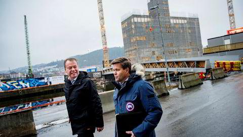 Direktør Terje Bøe (til høyre) i oljeserviceselskapet Bomek og daglig leder Per Ove Paulsen i sikkerhetsselskapet Mil Sec har vunnet oppdraget med å lage nye sikkerhetsdører til Munch-museet.