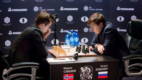 Magnus Carlsen og russiske Sergey Karjakin kjemper om verdensmestertittelen i New York.