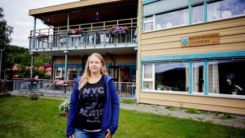 - Jeg kommer til å tjene rundt 100.000 kroner mer i året her, enn hjemme i Sverige, sier Elin Linder, en av de heldige sykepleierne som ble lokket til Hattfjelldal med bonus og ti års ansiennitet.