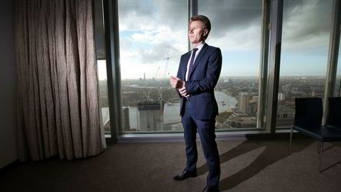 Fra JP Morgans høyhus i finansdistriktet Canary Wharf i London følger Jonas Wikmark effektene av brexit og USA-valget. Han tror politisk uro kan smitte til finansmarkedet.