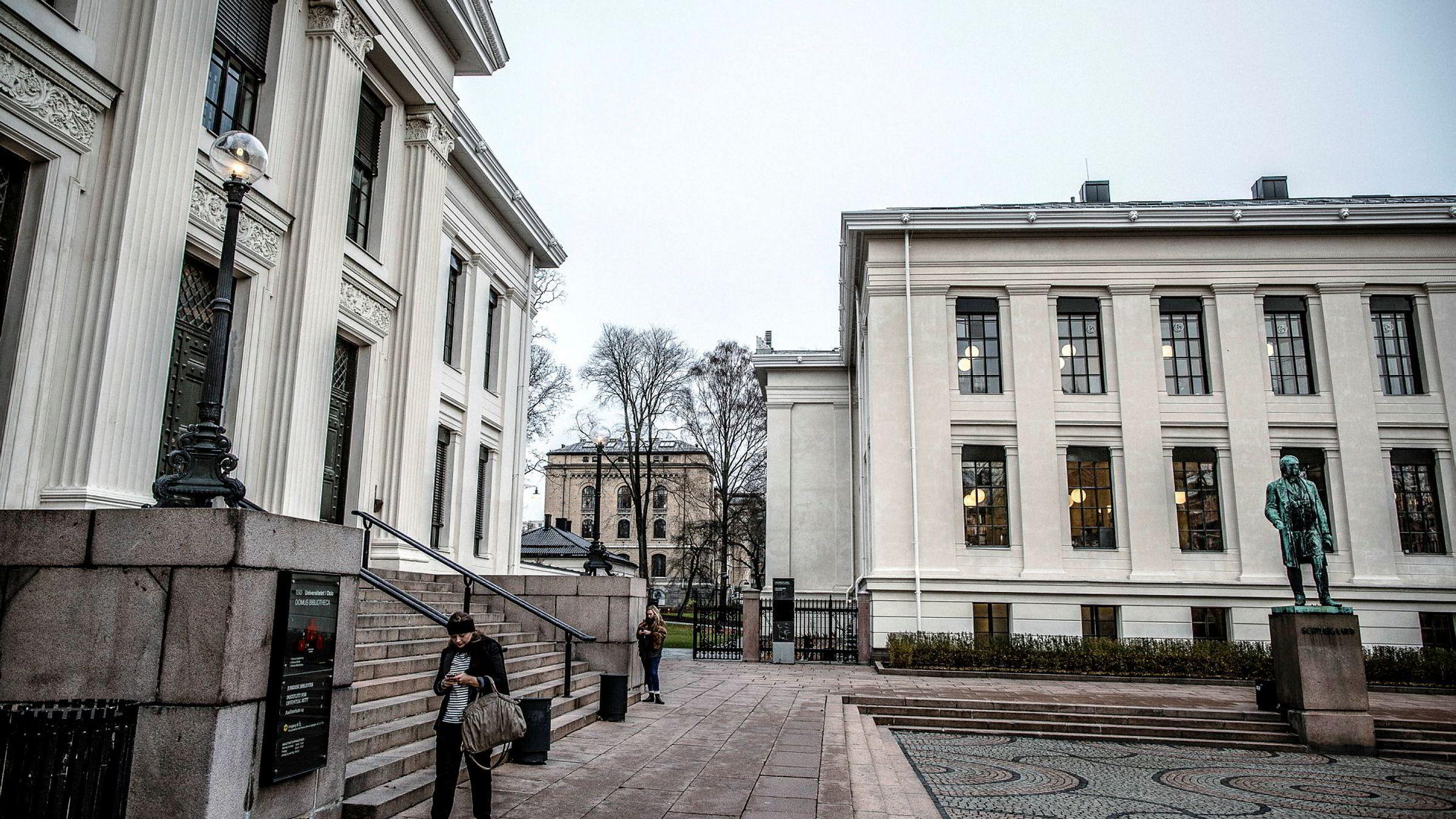 Det juridiske fakultet vedUniversitetet i Oslo. Universitetet faller 29 plasser på årets QS-rangering.