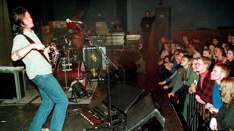 Drømmer på hjemmebane. Bent Sæther og Motorpsycho turnéåpner på Dampsaga i Steinkjer i 1998. Bandet har ristet av seg fiaskoen med «When the World Sleeps», platen som aldri kom ut. For pytt sann: Nå er det fremad i alle retninger.