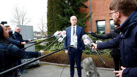 Tom Hagens forsvarer, advokat Svein Holden, møtte pressen etter onsdagens fengslingsmøte.