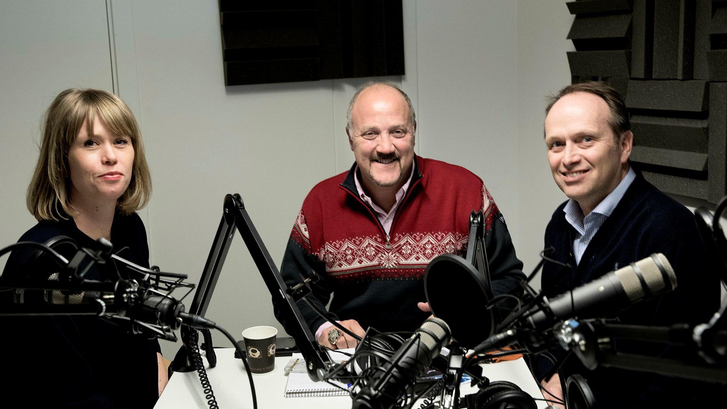 DNs podkast «Finansredaksjonen» tar for seg historien til bankmannen Bradley Birkenfeld (i midten). Han snakker med DNs Marte Ramuz Eriksen og Gøran Skaalmo.