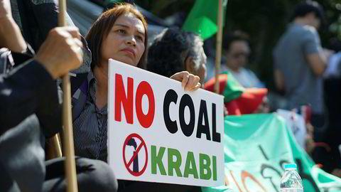 Thailand har stanset planene om kullkraftverket. Her fra en demonstrasjon like før helgen.