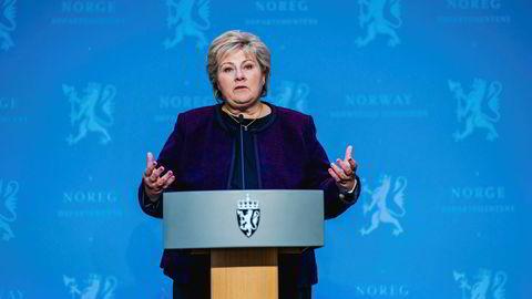 Statsminister Erna Solberg venter med å åpne Norge ytterligere, og regjeringen er bekymret for enkeltes manglende evne og vilje til å følge smittevernrådene.