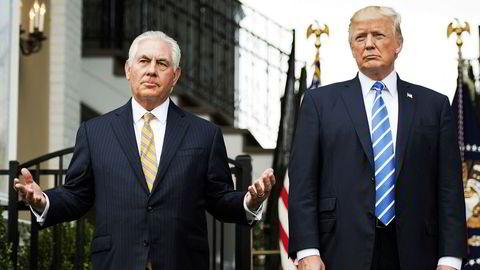 Utenriksminister Rex Tillerson (til venstre) ville ikke si noe om den påståtte «idiot»-kommentaren. Her med president Donald Trump.