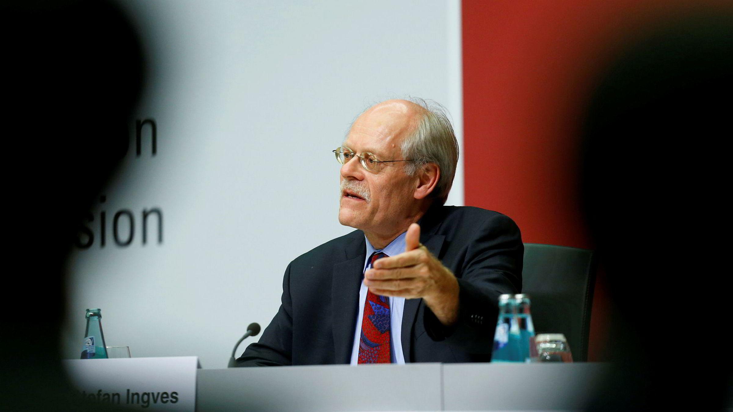 Den svenske sentralbanksjefen Stefan Ingves har skjøvet rentehevingen enda lenger frem i tid.