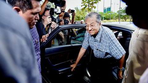 Malaysias tidligere statsminister Mahathir Mohamad sparket visestatsministeren og sørget for at han ble fengslet for 20 år siden. Nå er de allierte og vil forsøke å vinne valget i år. 92-årige Mohamad er opposisjonens statsministerkandidat.