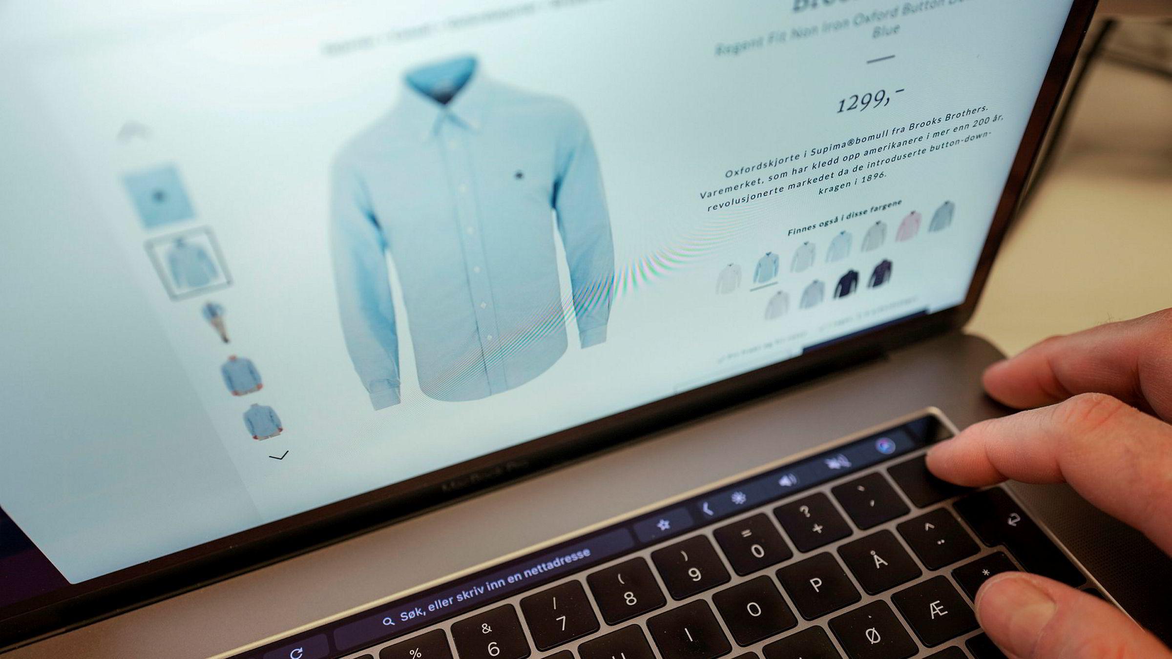 Min favorittprodusent, Apple, vet det meste om meg og andre fans. Alt vi fans vil ha ekstra – pro-modellen av den nyeste telefonen, raskest mulig prosessor. Og at jeg har en svakhet for lyseblå button-down-skjorter, skriver Victor D. Norman i kronikken.