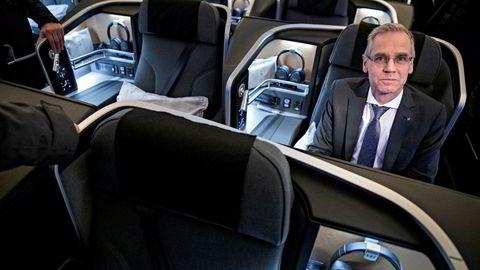 SAS-sjef Rickard Gustafson satser tungt på bestilling av nye fly, og vil bestille mindre jetfly til et eget datterselskap. Her fra innvielsen av langdistanseflyet Airbus A350 i København før jul i fjor.