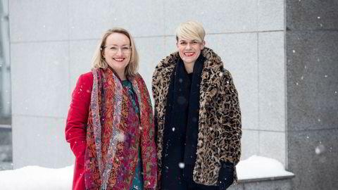 Komiker Sigrid Bonde Tusvik og frilansjournalist Ida Eliassen-Coker har startet kvinnebladet Altså, med første utgave lagt til april. Så nytt er det at eieravtalen blir signert under fotograferingen på Nydalen.