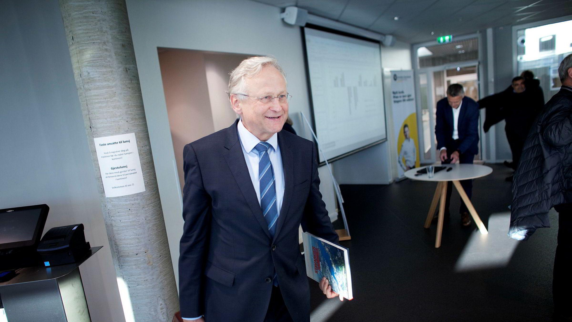 Gjedrem-utvalget, ledet av Svein Gjedrem (bildet), anbefalte at forvaltningen av Statens pensjonsfond utland skulle flyttes ut av banken og organiseres som et særlovsselskap med eget styre.