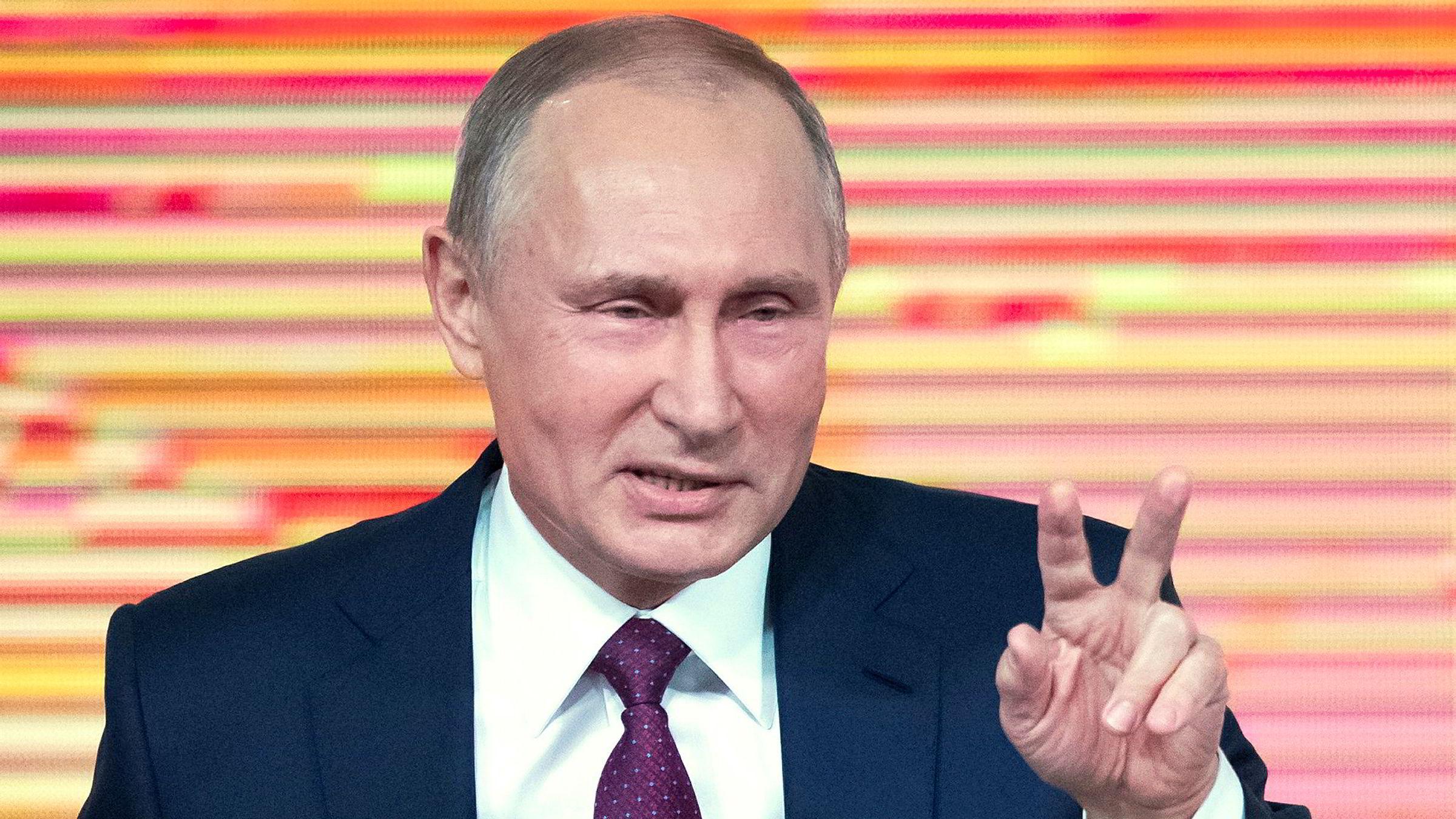 Russlands president Vladimir Putin hevder at han ønsker mer politisk konkurranse. Han er storfavoritt til å bli gjenvalgt i mars.