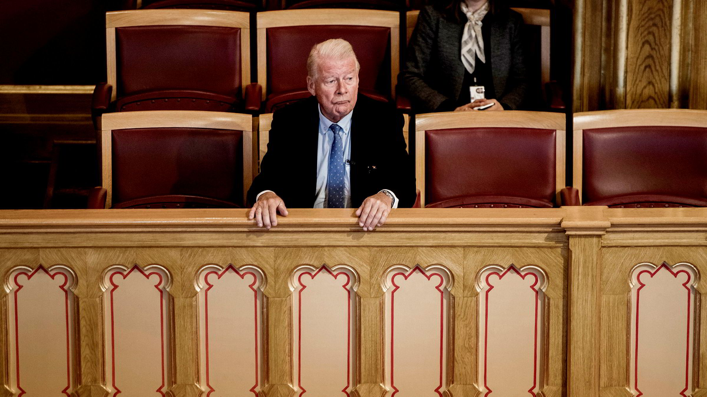 Tidligere Frp-leder og vararepresentant på Stortinget Carl I. Hagen fulgte med fra sidelinjen da Stortinget diskuterte om vara- og stortingsrepresentanter kan velges til Nobelkomiteen. Etter to ukers debatt i og utenfor Stortinget var det avgjort: Hagen kan ikke velges inn i Nobelkomiteen.