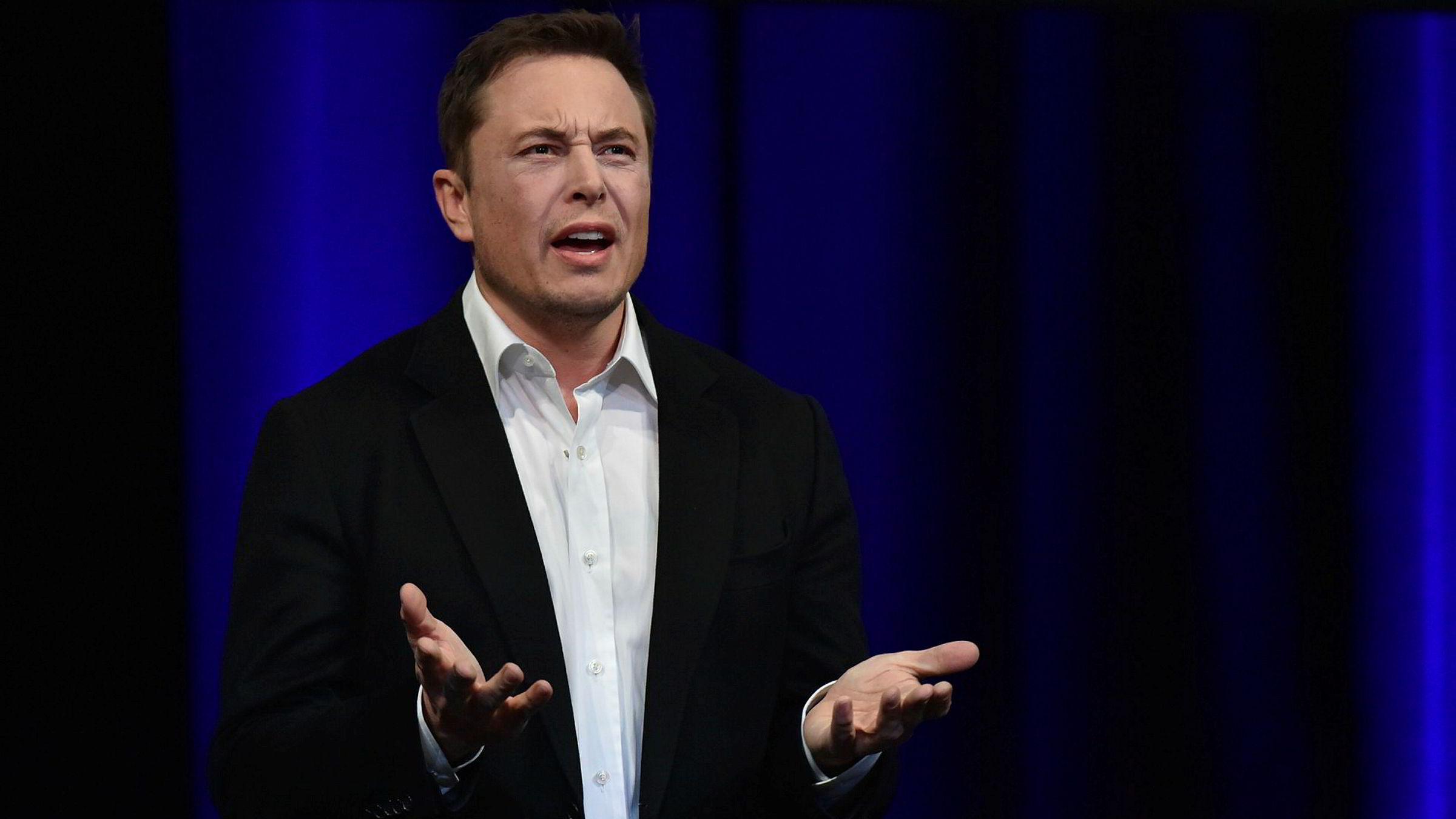 Elon Musk er mannen bak både elbilprodusenten Tesla og romfartsselskapet SpaceX som ønsker å kolonisere Mars.