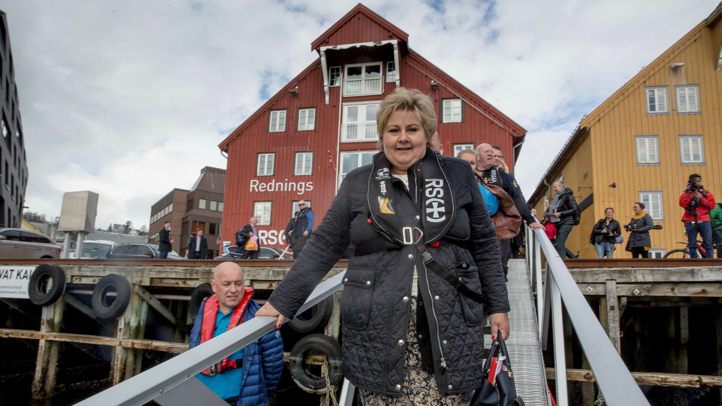 Statsminister Erna Solberg (H) innledet torsdag en fire dagers reise i et Nord-Norge der de økonomiske utsiktene er lyse, men hvor regjeringspartiene ikke innkasserer gode tall på meningsmålingene.