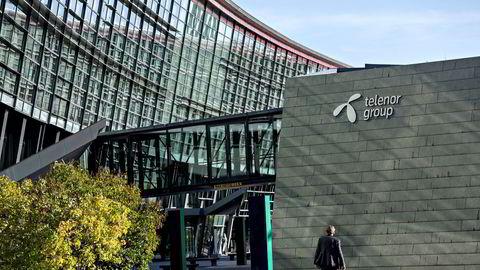 Innleggsforfatteren spør om Konkurransetilsynet ønsker en situasjon der Telenor bestemmer utviklingstempoet. Bildet viser Telenors hovedkvarter på Fornebu.