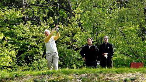 Hull i himmelen. Etter at Bill Clinton hadde ankommet presidentaktig lenge etter avtalt tid til golfbanen utenfor Bergen, gjort håndtrykkene og aller pliktskyldigst dratt på seg en hvit Meland-vest, gjøv han løs på det som bare kalles monsterbanen 22. mai 2007. Det gikk så som så.