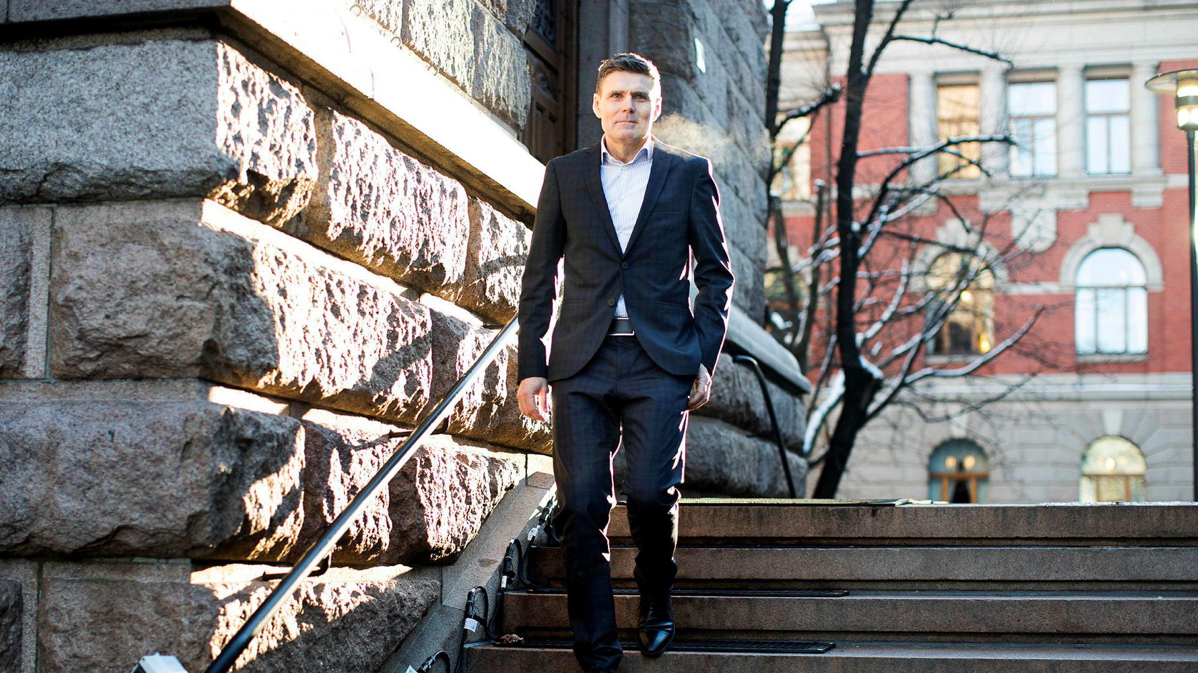 Statssekretær i Finansdepartementet Geir Olsen sier Bank Norwegian utnytter en svakhet i regelverket, og at praksisen kan gi EU gode argumenter for å si at den norske ordningen er en konkurransefordel og derfor må endres.