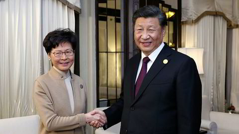 Hong Kongs omstridte leder Carrie Lam har full støtte fra Kinas president  Xi Jinping.