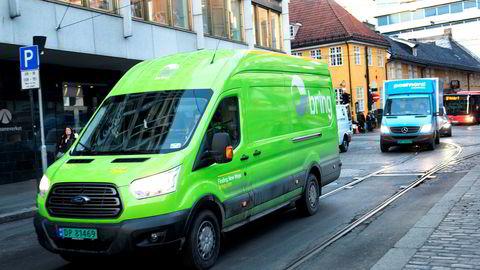 Posten Norge har som andre postselskaper i Europa satset innen logistikk og distribusjon av pakker for å kompensere for fallende brevvolumer, sier forfatteren.