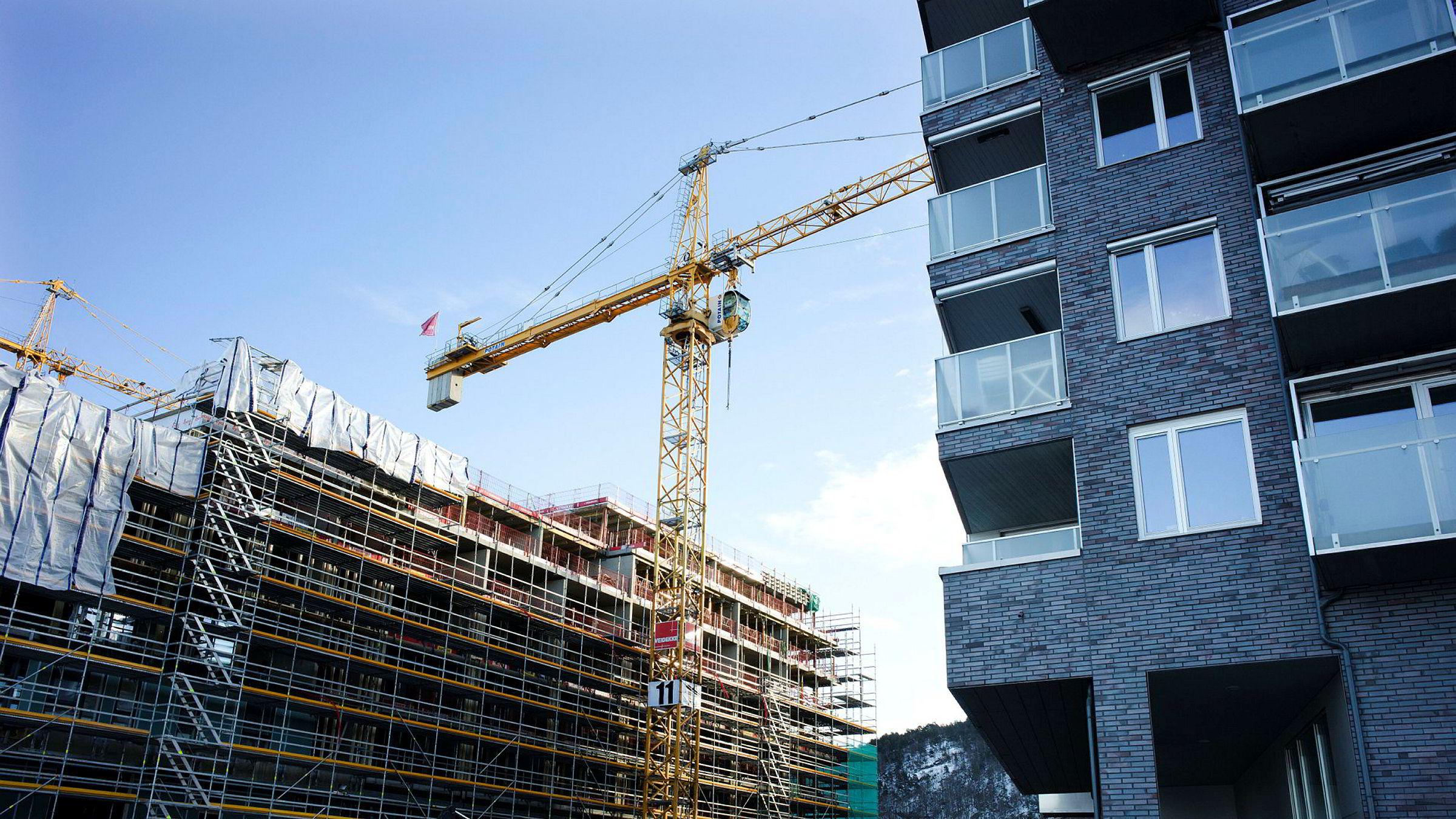 Politikerne må tillate at det bygges høyere og tettere i byen, skriver artikkelforfatteren.