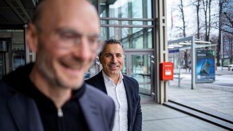 – Det har ikke skjedd noe som tilsier at vi har endret vårt syn på selskapet, sier daglig leder i Schibsted Growth Norge, Rune Røsten til venstre om Homelys verdsettelse. Til høyre Homely-gründer Nadir Nalbant.