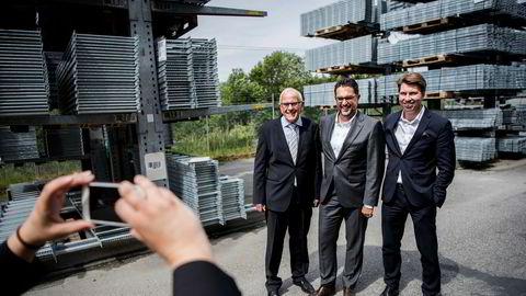 Hiltis Matthias Gillner (fra høyre), Marcus Bergloo-Plantoo fra PE-fondet Segulah og gründer Gunstein Austigard er strålende fornøyd med milliardtransaksjonen.