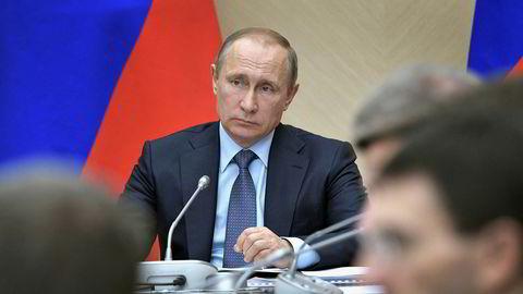 – Vi anser dette tiltaket, tatt på initiativ fra Berlin, som fiendtlig og grunnløst, sier det russiske utenriksdepartementet i en uttalelse fredag kveld etter nye sanksjoner fra EU.