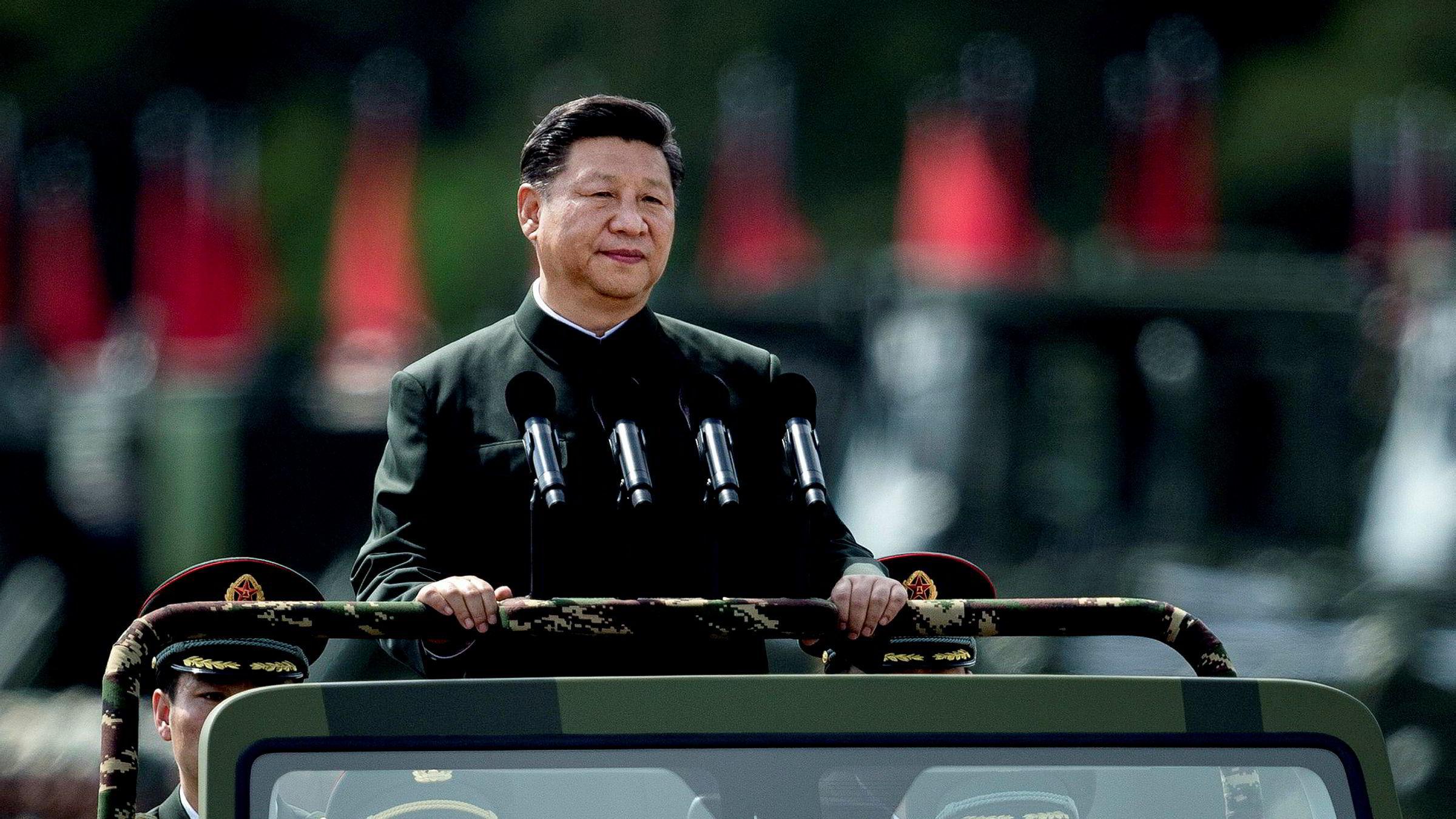At Xi Jinping er Kinas sterke mann er det ikke tvil om. Men der omverden er opptatt av makten til XI, er han selv mest opptatt av makten til partiet. Her inspekterer han troppene til Folkets befrielsearme i Hong Kong tidigere i år.