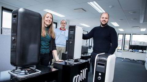 Selskapet Mill har gjort stor suksess både i Norge og utlandet med nytenkning og design i det trauste varmeovnsmarkedet. Fra venstre: Ane Bryn-Haugland, kommersiell direktør, Cato Bryn, administrerende direktør, Philip Bryn-Haugland, medeier i Mill International.